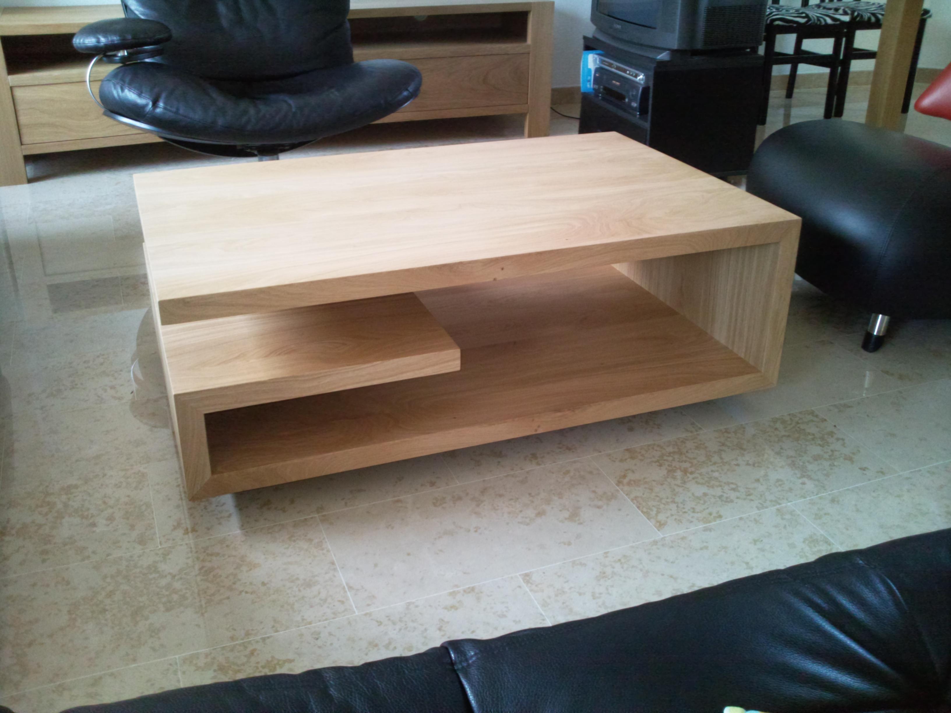 tables pour le salon meubles decroix. Black Bedroom Furniture Sets. Home Design Ideas